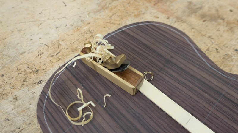Baritone-Ukulele-Construction-134