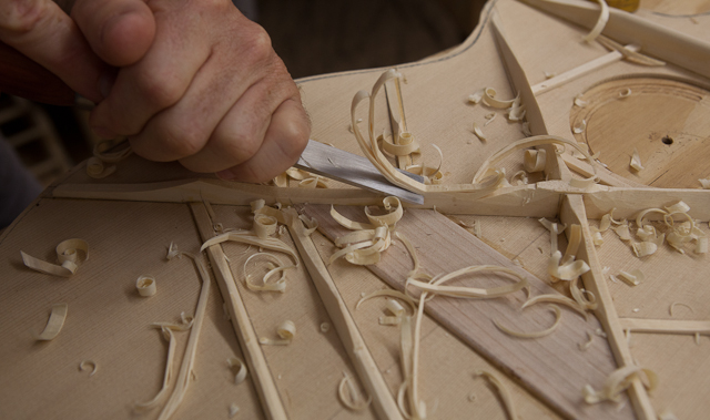 In the luthier shop