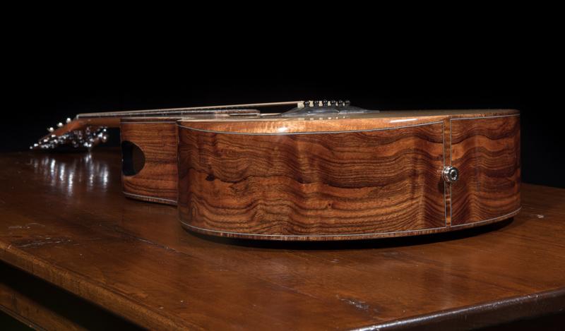 Medium-Jumbo-Guitar-G102