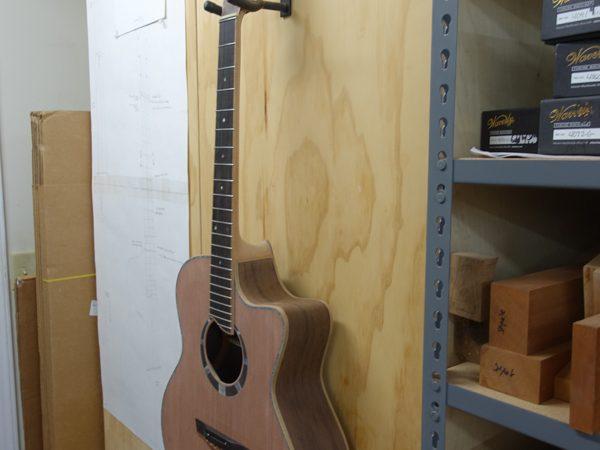 Custom-Small-Jumbo-Guitar-Construction-G117
